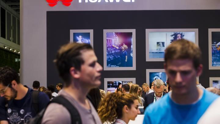 Huawei обошла Apple в тройке лидеров по продажам смартфонов
