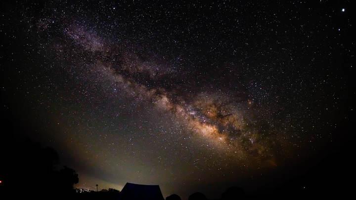 Уфологи разглядели на снимках из космоса армаду инопланетных звездолетов