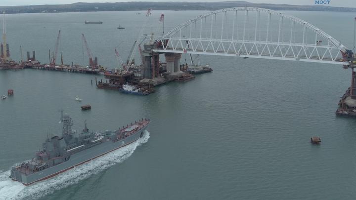 Для прохода под Крымским мостом первое украинское судно укоротило мачты