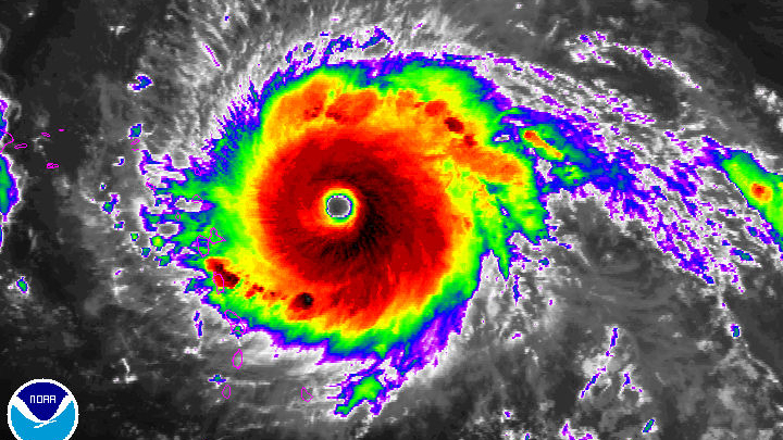 Сила урагана Ирма упала до четвертой категории