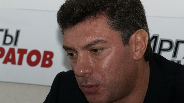 Вопрос мемориальной таблички Борису Немцову должна решать мэрия - Кремль