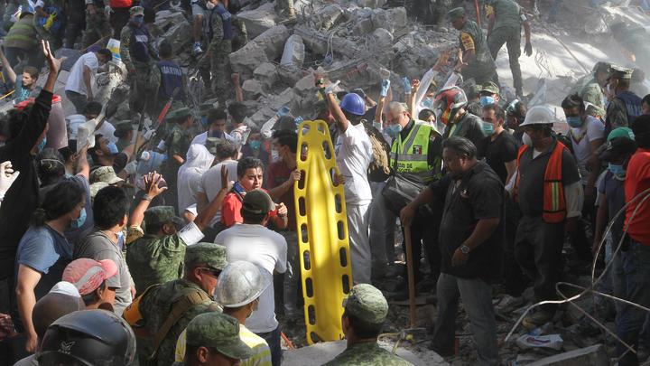 Землетрясение в Мексике: под завалами школы 20 детей погибли, 30 пропали без вести