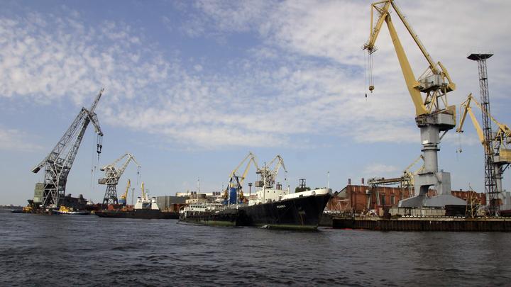 Супермощный атомный ледокол Сибирь спустили на воду в Петербурге