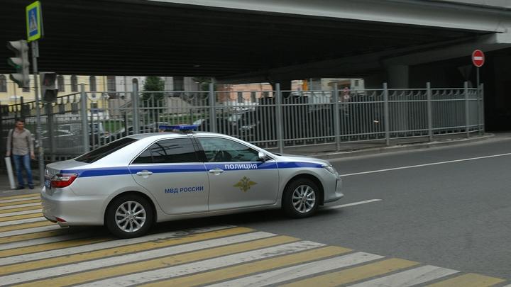 Mercedes с мигалкой сбил полицейского в центре Москвы на скорости 120 км/час