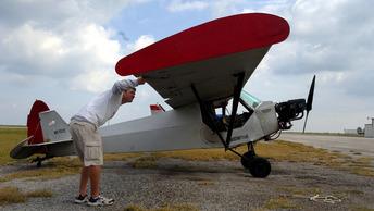 Опубликовано видео с места авиакатастрофы Piper J-3 Cub под Костромой