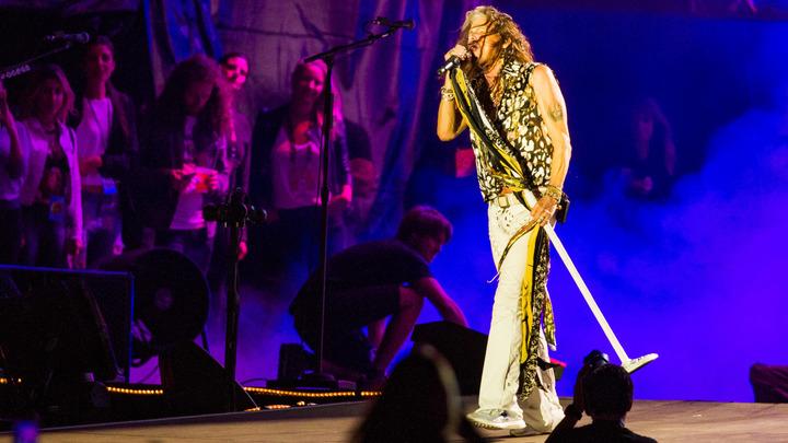 Фронтмен Aerosmith обещал вернуться на сцену после болезни