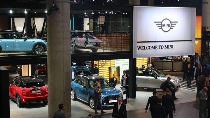 Автомобильный бренд MINI оценили дороже Ferrari