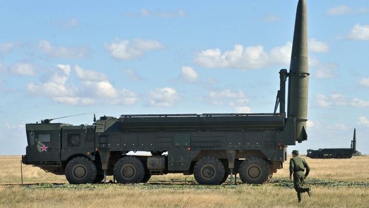 Российские военные показали, как уничтожают мины в сотнях метров