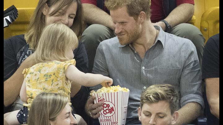 Принца Гарри обокрала двухлетняя девочка