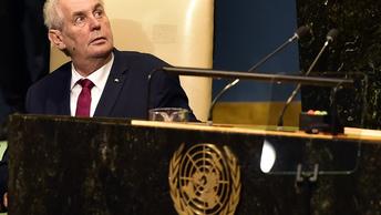 Мерить двойным метром: Земан указал не двойные стандарты в отношении Крыма и Косово