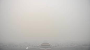 Пекин заволокло сильнейшим туманом