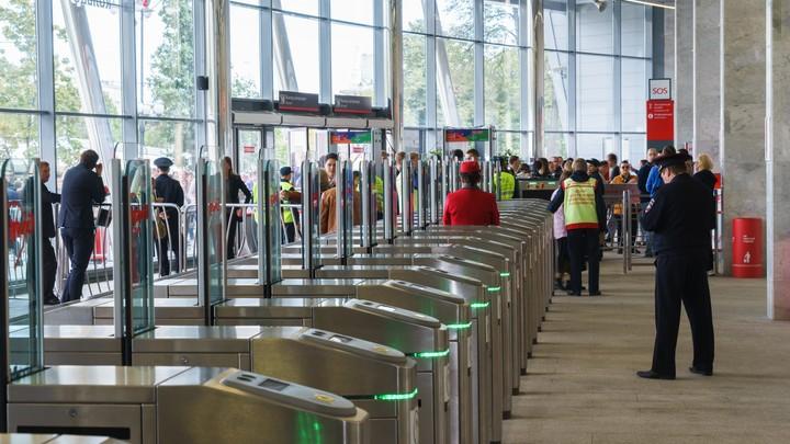Против зайцев: В метро Москвы изменились турникеты