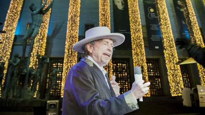 Уличенная в плагиате нобелевская лекция Боба Дилана станет книгой