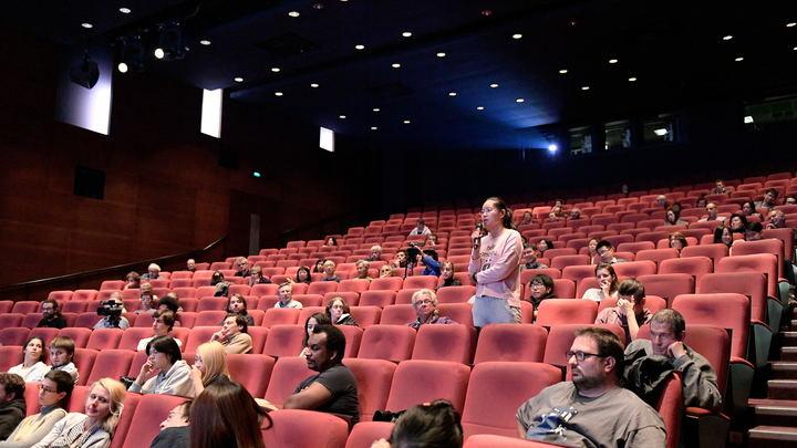 Голая провокация: В Москве актер непристойным поведением сорвал спектакль