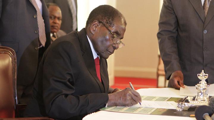 Процесс импичмента запустили против бессменного президента Зимбабве Мугабе - СМИ