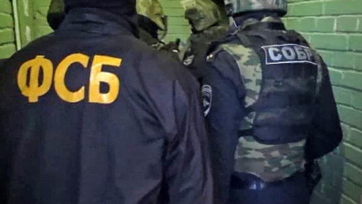 В здании ФСБ по Петербургу отчаянный неизвестный напал на сотрудника