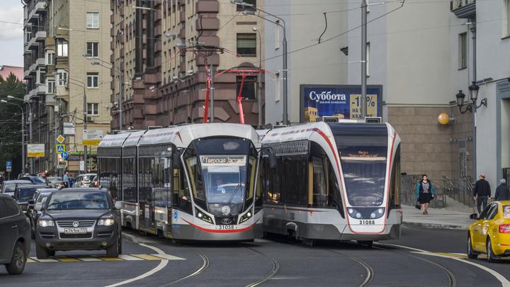 Дешевле на 15 процентов: В трамваях Москвы ввели оплату банковской картой
