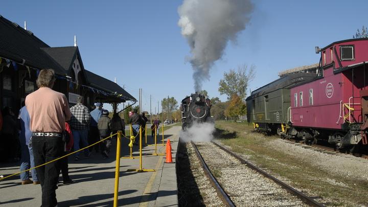 Обрушилась железнодорожная платформа с людьми