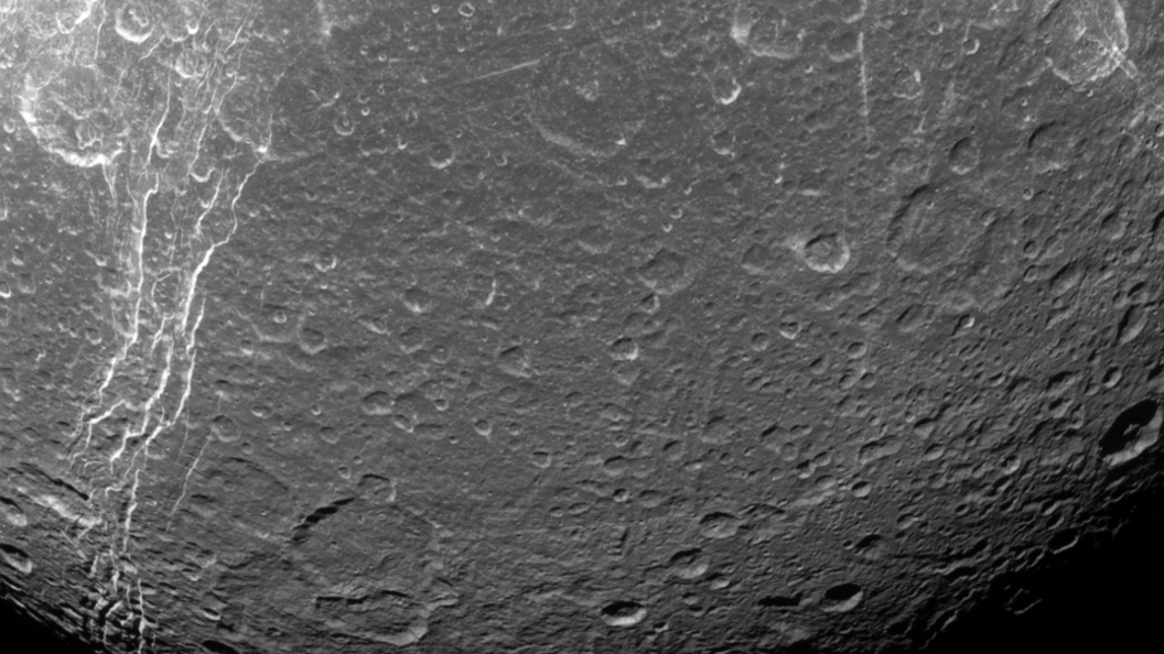 Русский уфолог нашел НЛО наснимках Луны