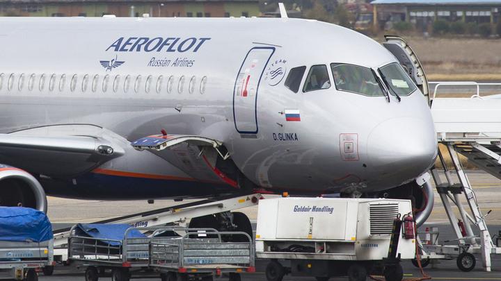 Пьяному дебоширу на борту российской авиалинии заткнули рот скотчем - видео