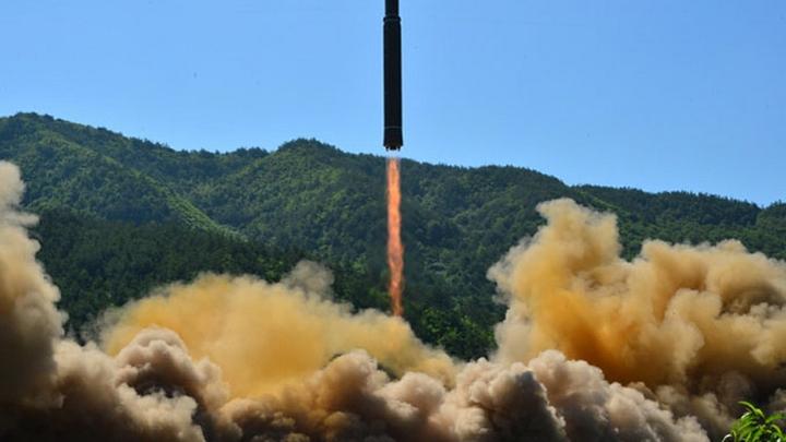 КНДР похвасталась испытанием новой ракеты Хвасон-15, которая долетит до США