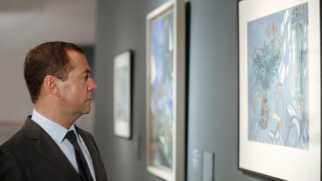 Медведев позволил госкомпаниям хранить втайне имена поставщиков