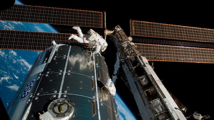 Российские космонавты поставят на МКС наностекла