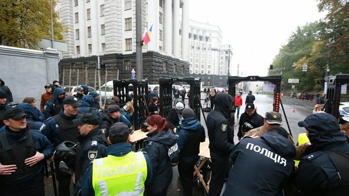 NewsOne заблокировали укронационалисты по приказу Порошенко - владелец телеканала