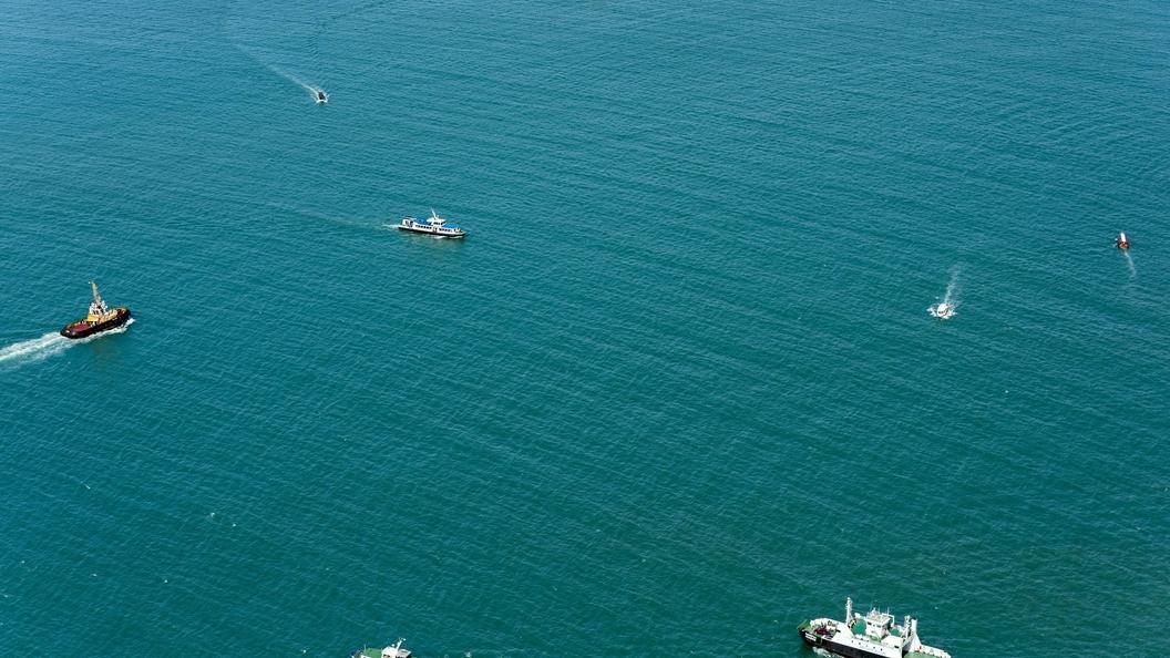 Сильный ветер привел к крушению грузового судна близ Китая
