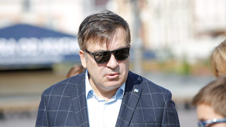 У дома Саакашвили идет митинг за отставку Порошенко