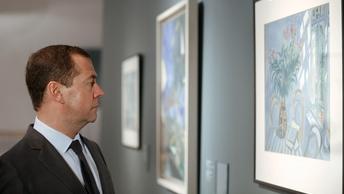 Медведев обещает не повышать цены на билеты в плацкарт