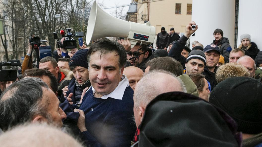 Саакашвили позвал следователя ксебе впалатку