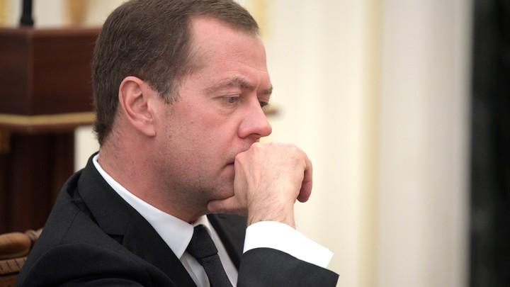 Медведев озаботился работой правительства после выдвижения Путина