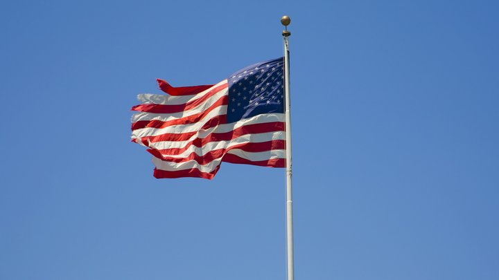 Неизвестный стрелок устроил бойню в школе в США: 12 человек ранены, 3 убиты