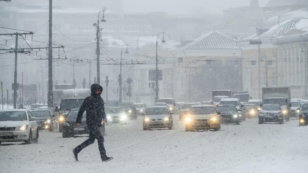 Вихри над Ла-Маншем: Сильный циклон движется из Западной Европы в Россию
