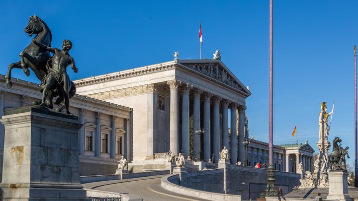 Вена разворачивается вправо: Консерваторы формируют правительство в Австрии