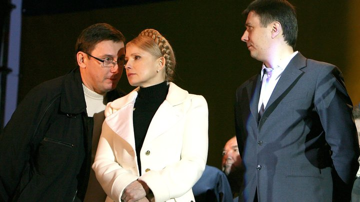 Тимошенко предупреждает о тысячах зеленых человечков в Киеве