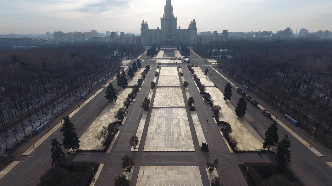 СМИ: Журфак МГУ обещали подорвать, проходит массовая эвакуация