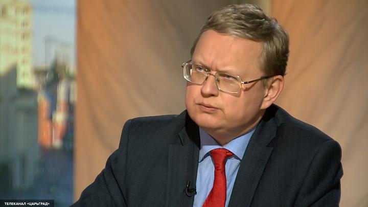 Михаил Делягин назвал грабежом закон о заморозке пенсий