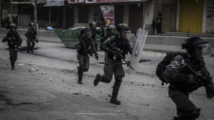Тысячи палестинцев противостоят армии Израиля в секторе Газа