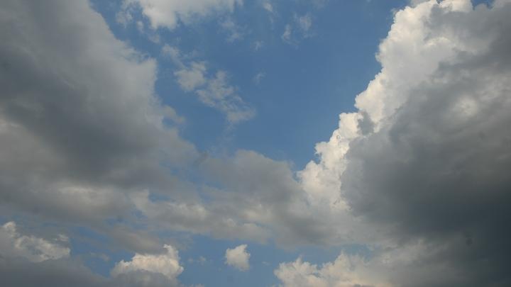 Редкие облака над ЛНР приняли за след от тяжелых ракет