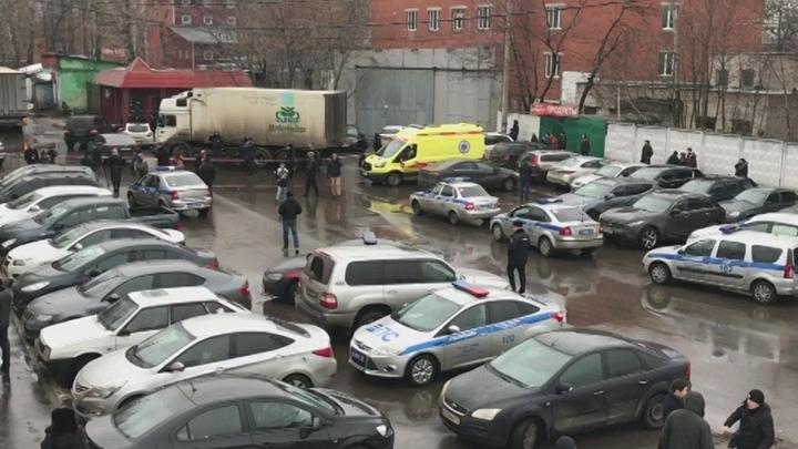 Силовики вошли на фабрику Меньшевик, заложников нет
