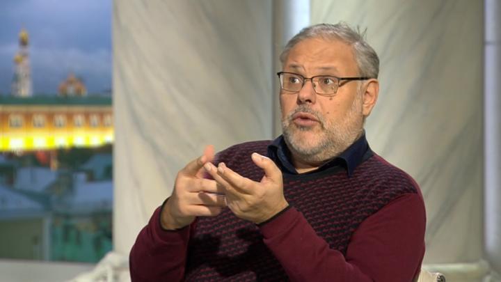 Хазин: Правительство, публикуя гигантские зарплаты министров, намеренно подрывает авторитет власти