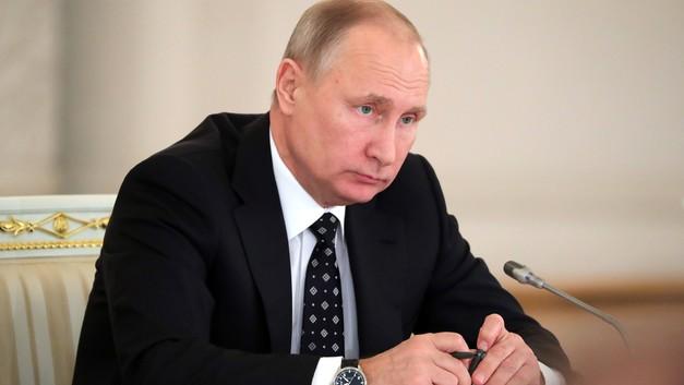 Рождество в Петербурге: Путин встретил праздник в храме, где был крещен его отец