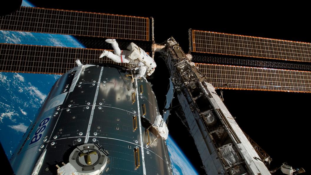 Японский астронавт вырос на9см завремя пребывания наМКС