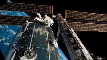 Японский астронавт подрос на МКС на рекордные 9 см