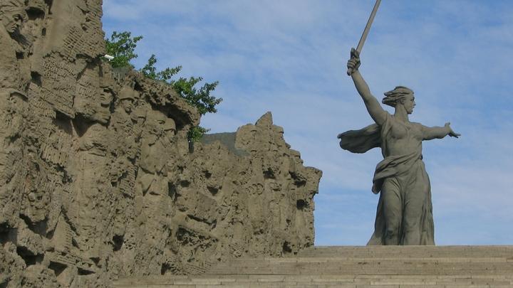 Украинских националистов напугали пророссийские тетрадки со Сталинградом