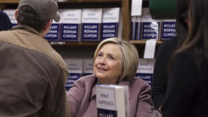 Защитница Гаити Клинтон обрушилась с резкой критикой на расиста Трампа