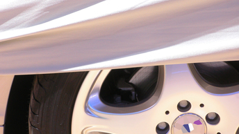 Водители спецгаража ищут дефекты в машинах проекта Кортеж