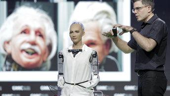 Самый продвинутый робот в мире завис на вопросе об украинской коррупции